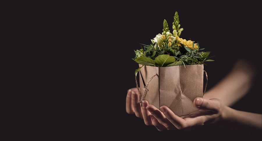 Người chết tặng hoa cho bạn