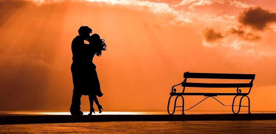 Mơ thấy người yêu cũ hôn mình.