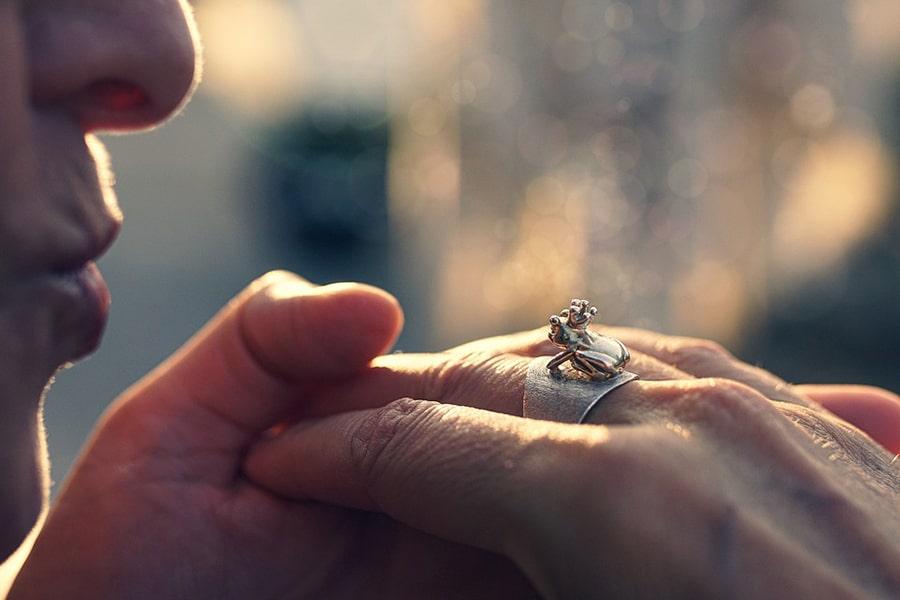 Mơ thấy hôn tay người yêu cũ