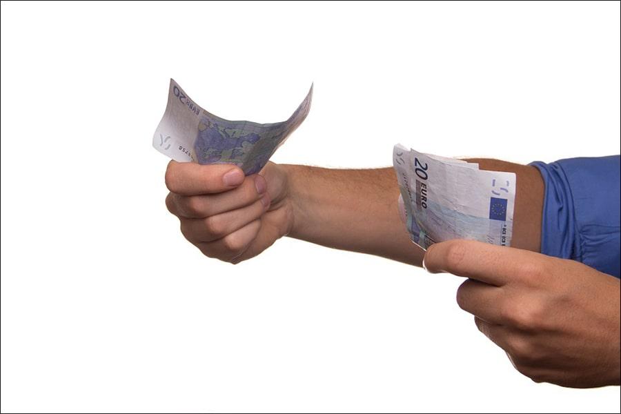 Mơ thấy cho người khác mượn tiền